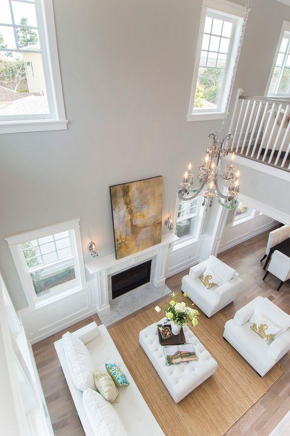 #Salon de style #transitionnel avec #chandelier et #murale. / #Transitional #livingroom with #chandelier and #wallsconce.