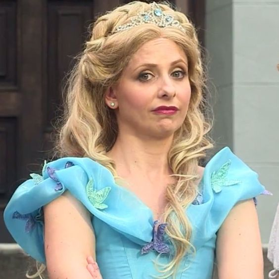 Pin for Later: Sarah Michelle Gellar Raps as Cinderella, Shuts Down Belle