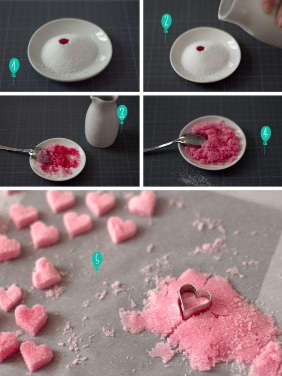 Superbe idée, des morceaux de sucre en forme de coeur ^^