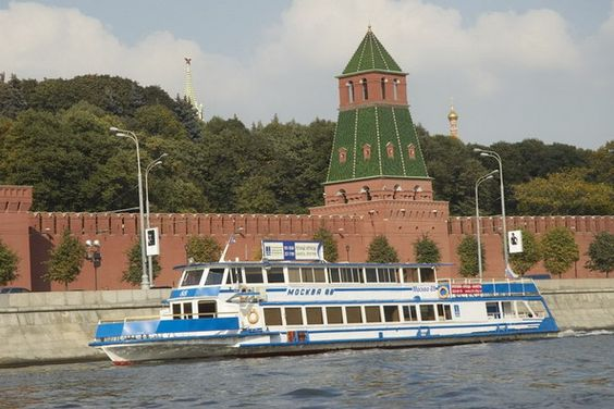 On our last day (and warmest day!) in Moscow, we took a boat tour of Moscow, which is by far one of the most beautiful and exciting ways to see Moscow!