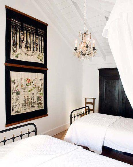 Esta casa de campo, construida guardando todo el encanto andaluz, acoge una decoración ecléctica y preciosista que reinventa el concepto de sofisticación y lo hace muy cálido.