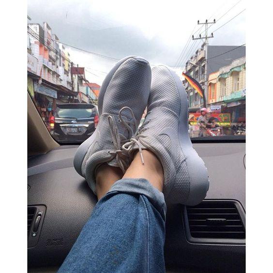 Shoes goals  #vsco #vscocam #nikerosherun #rosherunwhite #shoesgoals #shoeswag #Repin @adillamamega