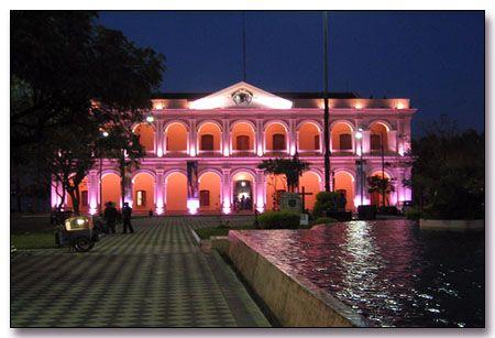Paraguay National Congress, Asuncion  Este edificio es similar a la Casa Blanca y es el centro de la política en Paraguay. M. Lloyd