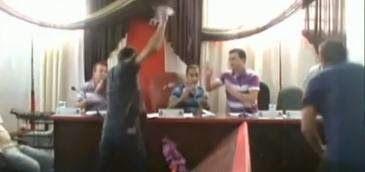 Galdino Saquarema 1ª Página: Vereadores partem para briga em sessão em Curitiba...