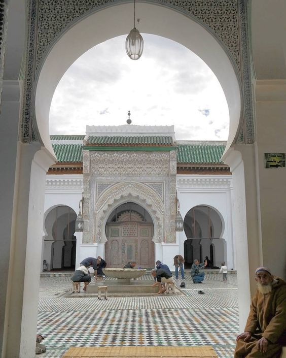 Looking through to another mosque the non believers arnt allowed in by thegreatwhitehonky