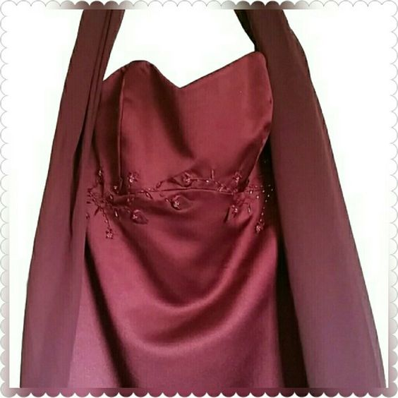 Beautiful Wine color Strapless Gown w scarf Size 4 Purchased from David's Bridal. Worn once. In perfect condition. Originally $399 David's Bridal Dresses Strapless