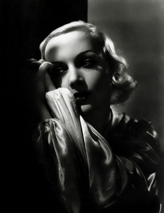 1933. Carole Lombard by George Hurrell.
