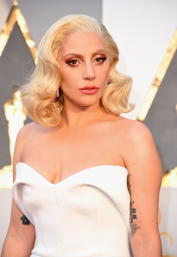 Lady Gaga Looks Drop-Dead Glam at the Oscars