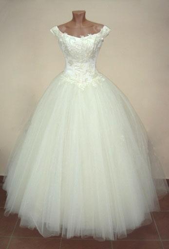 Платье на маникене