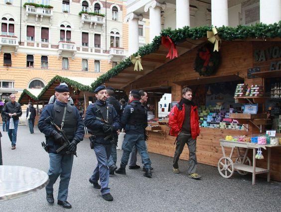 mercato di trieste   Trieste: blindato il mercatino di Natale francese - Foto - Il Piccolo