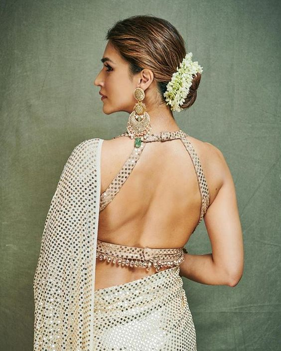 Looks To Steal From Ganesh Chaturthi Celebration Of Bollywood Celebs #shaadiwish #weddings #weddingoutfits #outfitideas #bollywoodceleb #backlessblouse #blousedesigns #saree #bridalsaree #floralbun #kritisanon #manishmalhotra #ganeshchaturthi