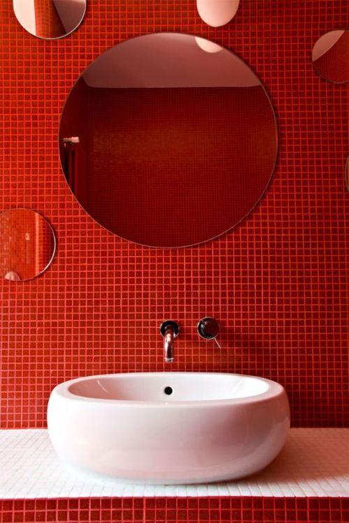 Pin De Natalia En Color Collections Habitación En Rojo Y Gris Cuarto De Baño Rojo Gresite