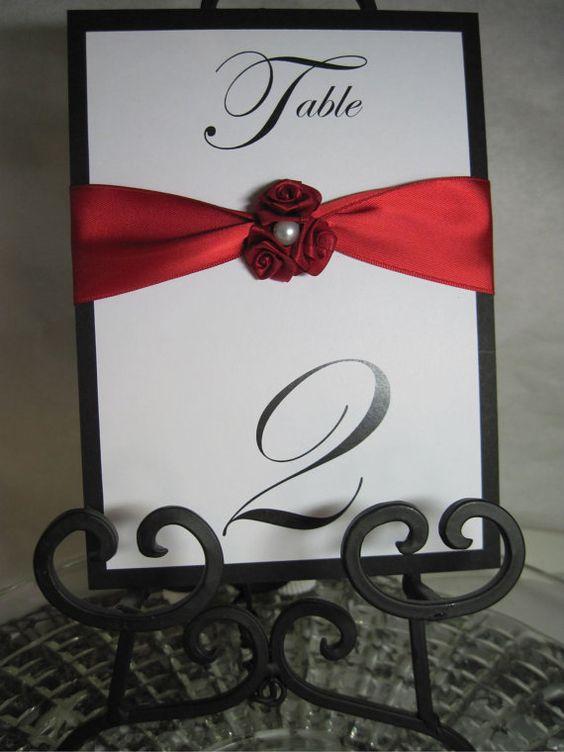 Números de mesa elegantes rosas rojas y perla por iDoArtsyWeddings
