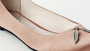 Put your best foot forward in a pair of fab flats this fall! via @babycenter #style #fashion