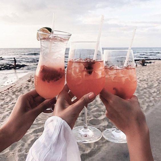 Hi domingo! #drinks #drink #pinklimonade #beach #beachlovers #cheers #cheerstotheweekend