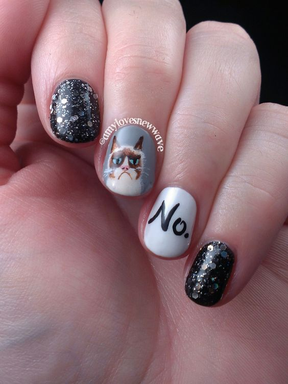 Nails of the Day: Grumpy Cat