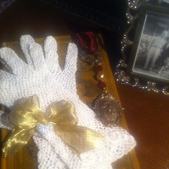 Vintage look: gloves w/ribbon & crystal brooch, book, book mark & photo of my mom & dad