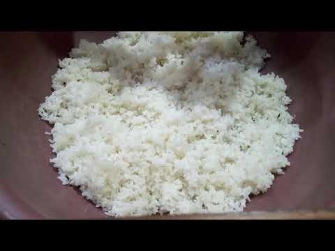 أسهل طريقة مثالية لطهو الأرز الخاص بالسوشي في المنزل بالتفصيل Youtube Sushi Food Condiments
