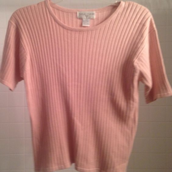 Casual corner short sleeve pink sweater size m Casual Corner short sleeve pink sweater size medium Casual corner Tops