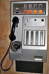 L'ancêtre du portable pour appeler hors de chez soi. Le seul hic: j'avais peur de rester coincée dans la cabine!!!