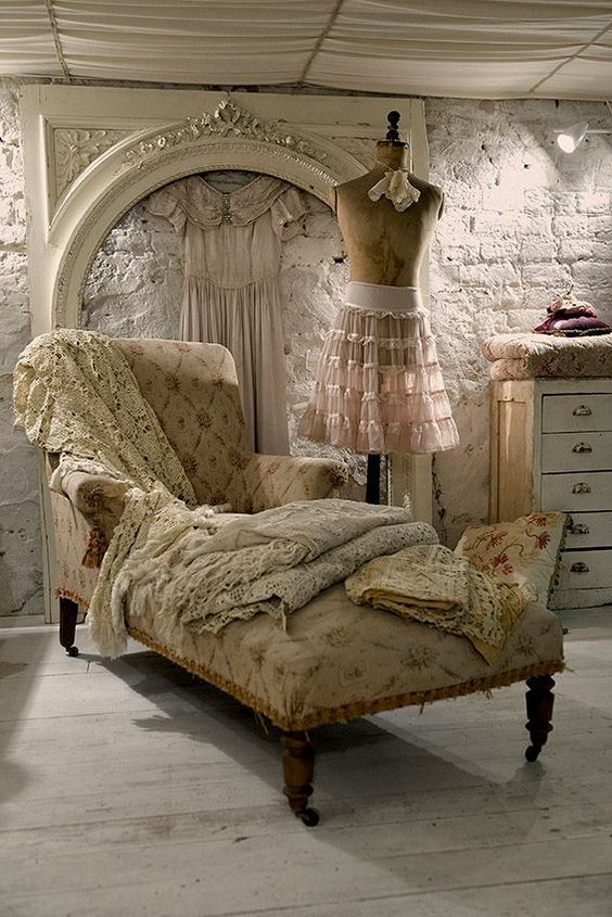 "lagarconnierebbsalerno: "" my-visual-bliss: "" Vintage Prettiness "" www.lagarconniere.it La Garçonniere Bed and Breakfast de Charme in Salerno - Amalfi Coast """