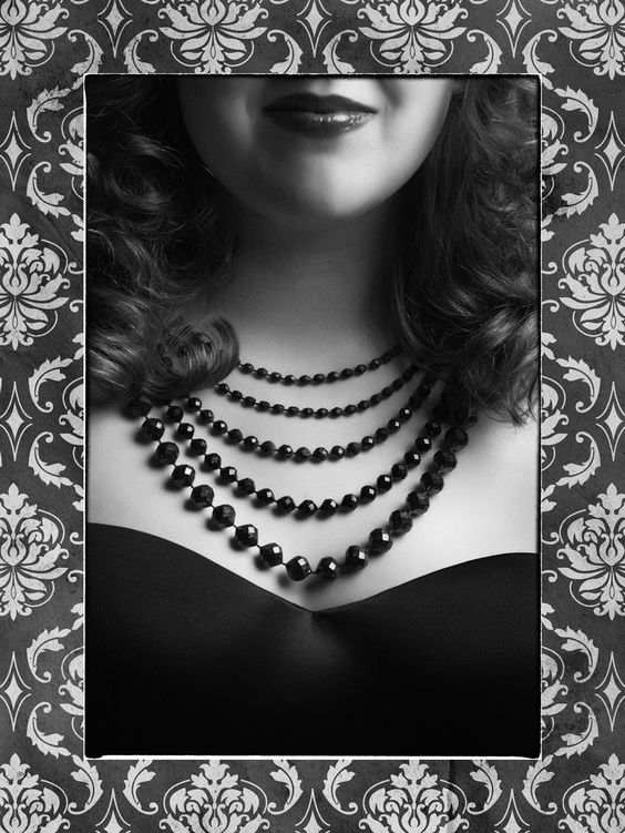 boudoir,burlesque,mystique fotografie van vrouwen in zwart-wit. Make-up, Haar & Styling.