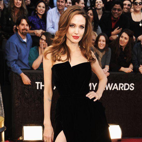 Pin for Later: 52 Raisons de Célébrer L'évolution Stylistique d'Angelina Jolie