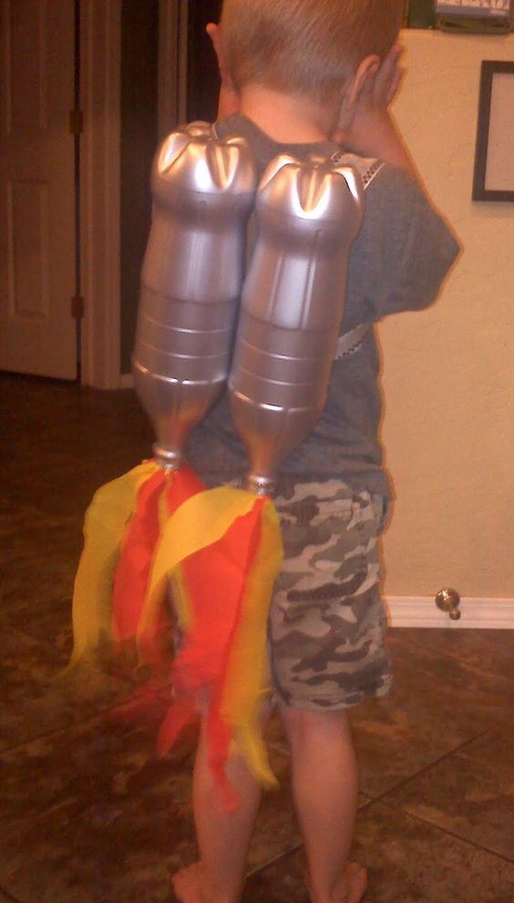 Your #kid is always saying he wants to be an #Astronaut when he grows up?  Give him a head start with this #DIY Rocket #JetPack and let him fly around the house! :)  A craft by @Sly One