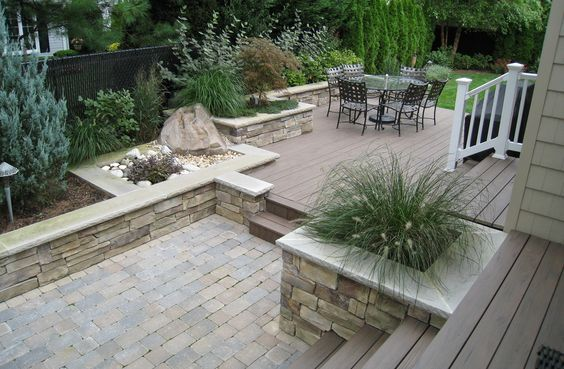 possible deck and patio combo, like the pre designed places for plants