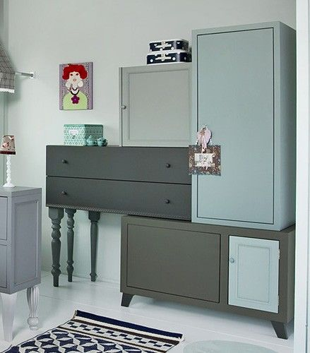 Beautiful closet with pretty colors - Buy Nothing New - www.buynothingnew.nl - #ontdekwatjehebt #bnnm13