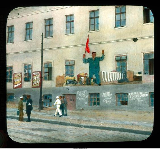 Одесса, городской вид близ гавани с пропагандой на здании