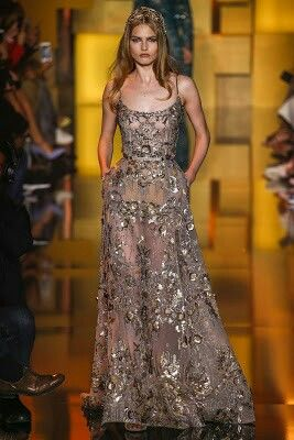 Amber Heard de Elie Saab Couture en la premiere de 'The Danish Girl' en el Festival de Toronto 2015