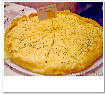 Quiche queijo e semestes de papoula.  http://www.rainhasdolar.com/index.php?itemid=1841#c