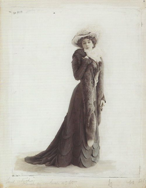 """Caroline Otero, """"La Belle Otero,"""" Folies Bèrgere star and courtesan,  photographed in 1901 for Le Figaro-Modes by Leopold Reutlinger.:"""