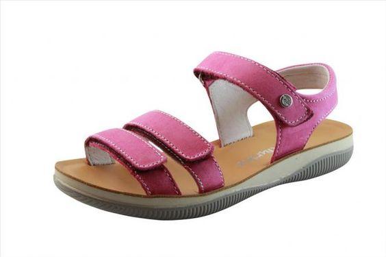 Vit Cerato Fuxia   Trendige Sandale mit Klettverschluss zum einfachen Öffnen und Schließen der Schuhe in der Farbe pink. Sandale aus pinkfarbenem Kalbsleder für Mädchen, die sowohl elegant als auch sportlich und somit zu jedem Anlass tragbar ist. Dank der Klettbänder kann die Sandale optimal an den Fuß angepasst werden.