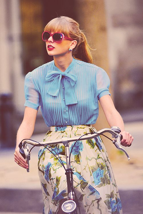 stylish bike riding taylor swift: