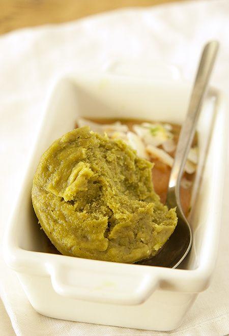 BOWL-CAKE OU GATEAU VAPEUR BANANE-MATCHA   Clea cuisine - 1 banane bien mûre - 1 cc de thé matcha - 20g de lait végétal (soja-vanille) - 20g de purée d'amande - 30g de farine complète (épeautre ou farine de riz) - 1 cc de poudre à lever