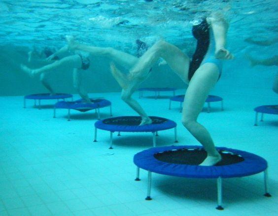 Aqua Jump Trampoline dans l'Eau ! Du Sport dans la bonne humeur