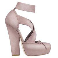 Manual de uso del rosa para este invierno: zapatos de Christian Dior | Galería de fotos 27 de 30 | Vogue