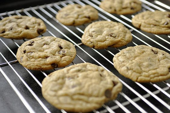 Perfect Chocolate Chip Cookies via @guidetobutter