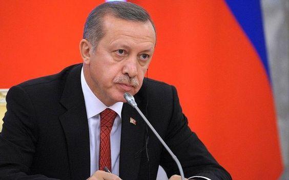 L'Occidente sta coi terroristi e con la loro P2: l'offensiva di Erdogan Il presidente turco, Recep Tayyp Erdogan, continua il braccio di ferro con l'Unione Europea e sfida diplomaticamente sia l'Alto rappresentante, Federica Mogherini, che la Cancelliera Angela Merkel. G #turchia #erdogan #mogherini #ue