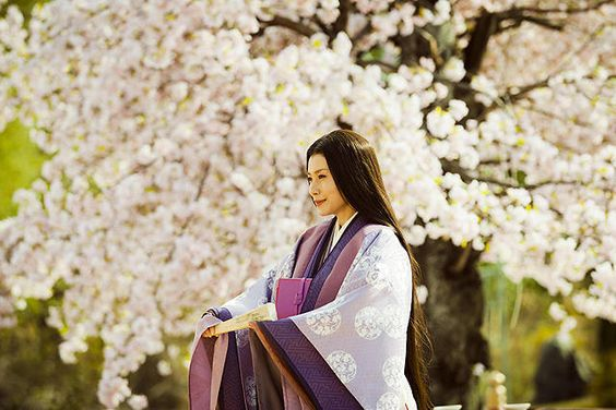 中谷美紀桜の木と美しい着物姿