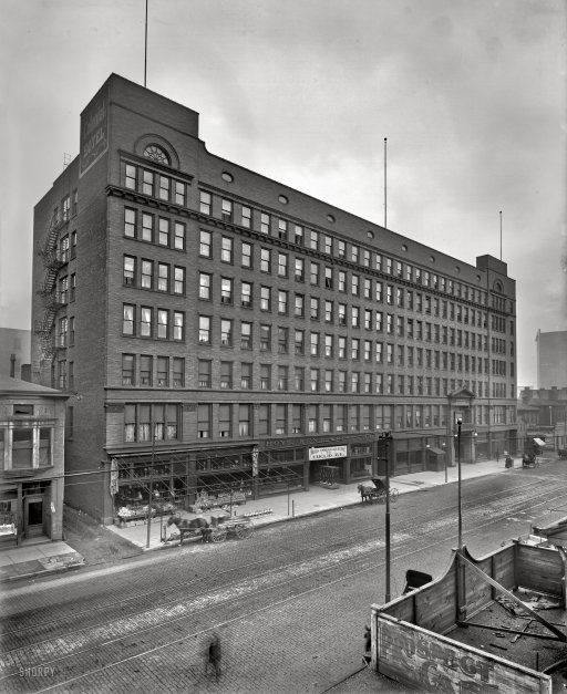 Colonial Hotel, Cleveland. Home to the Colonial Arcade. 1900: