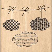 NUAGES SUSPENDUS A faire avec découpes nuages et liens (tampons de Noël S.U) à embosser.
