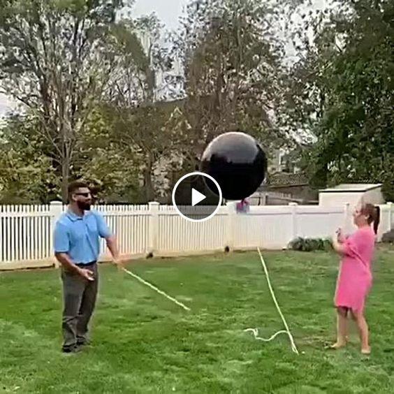Essa bola preta não estoura e ela escapou.
