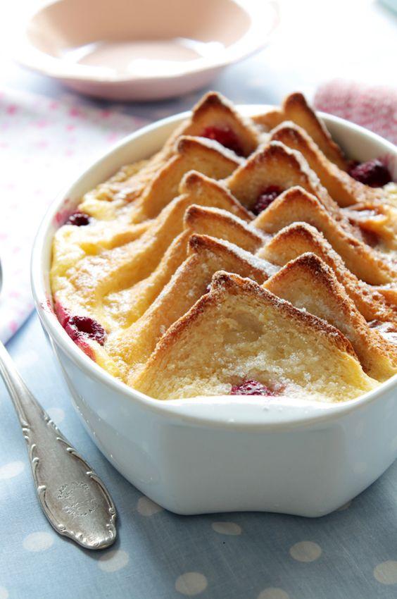 Divino Macaron: Bread Pudding con Frambuesas