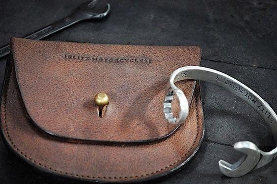 Männlicher Armschmuck: Ein Schraubenschlüssel aus Silber - wildcrumbs
