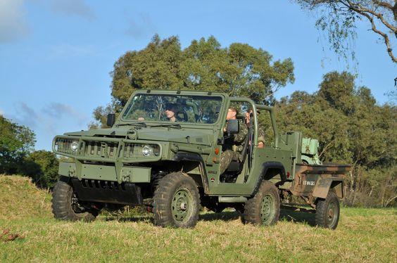 Agrale Marruá AM1 MB - Veículo para transporte de quatro tripulantes, com capota removível