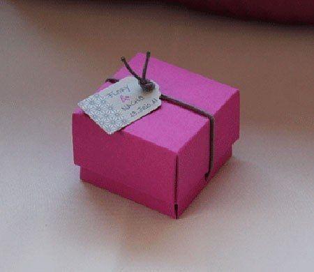 Petite boîte carrée pour détail de mariage