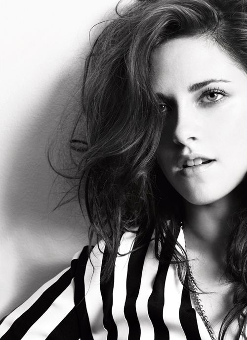Kristen Stewart: You don't desreve to be in my Classics Album but this picture of you does!